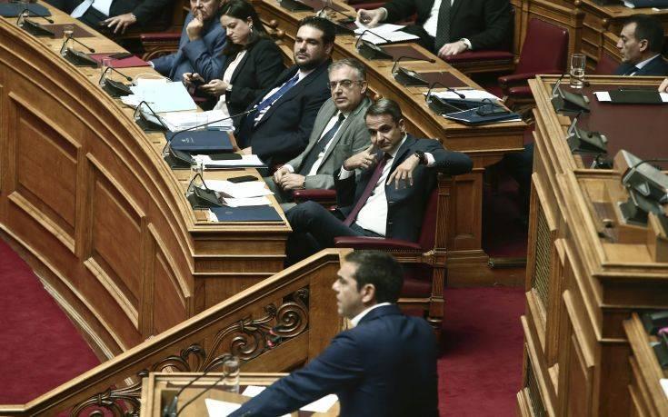 Μετωπική Μητσοτάκη-Τσίπρα στη Βουλή για το πανεπιστημιακό άσυλο