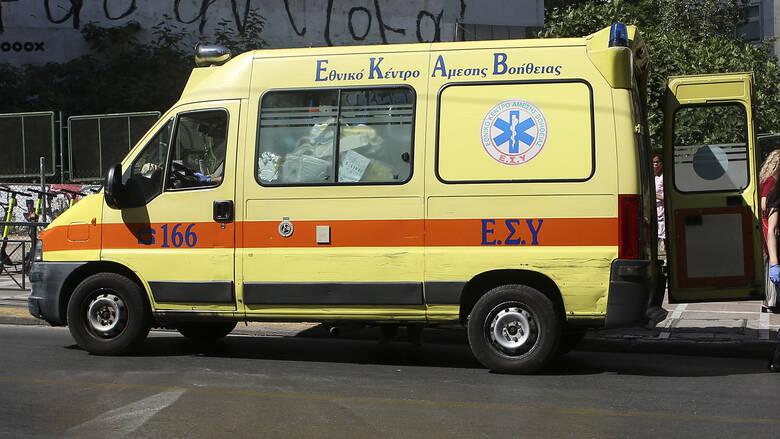 Σύγκρουση φορτηγού με μηχανή στη Βούλα – Ένας νεκρός