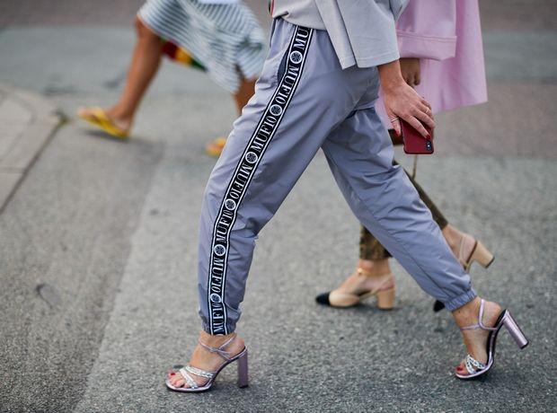 Πώς να αναβαθμίσεις τα παντελόνια σου με μια κίνηση