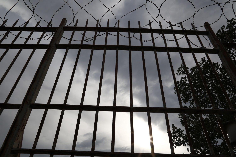 Δείτε τα μικροσκοπικά κινητά που περνάνε οι κρατούμενοι στις φυλακές (εικόνα)