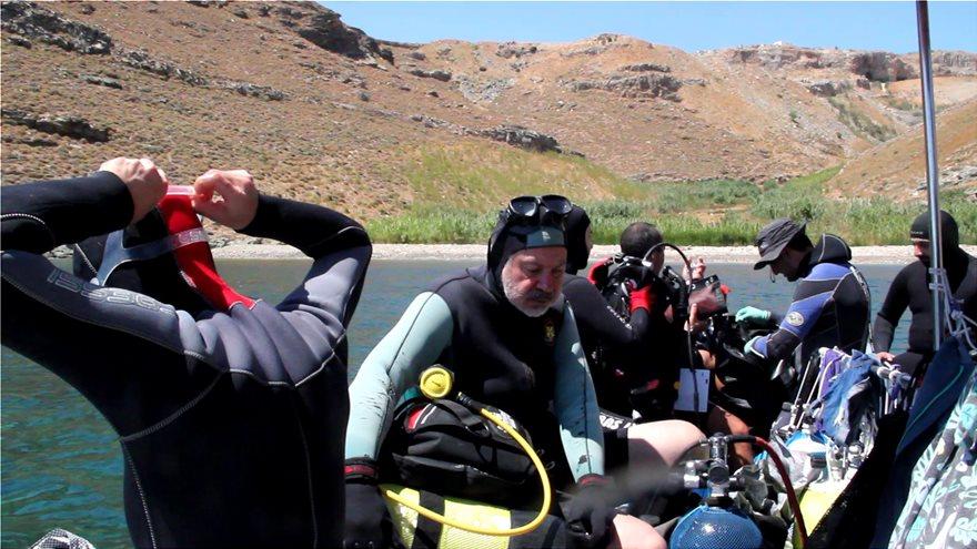 Πλαστικά «κοράλλια»: Εικόνες ντροπής στο βυθό της Άνδρου (εικόνες)(βίντεο)