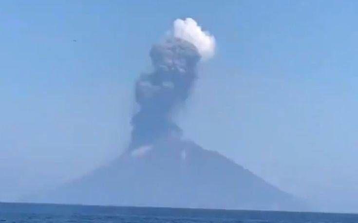 Βίντεο από την έκρηξη του ηφαιστείου Στρόμπολι ανοικτά της Σικελίας