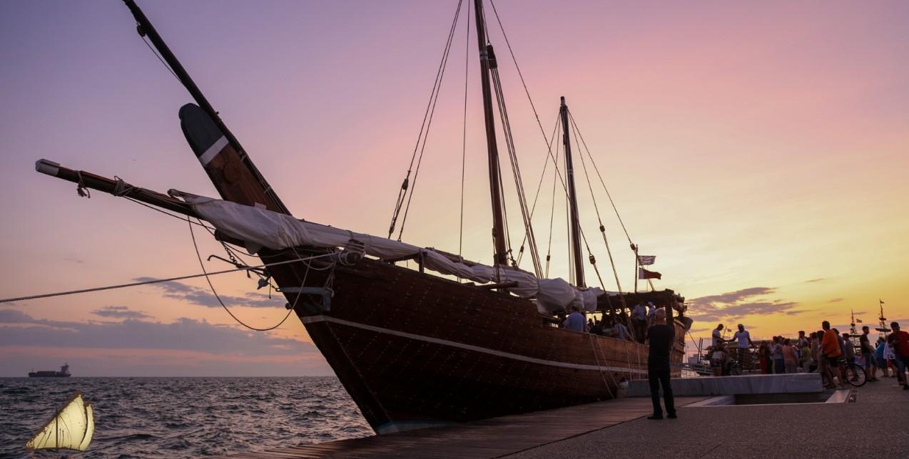 Το ξύλινο σκάφος 40 μέτρων από το Κατάρ θα αγκυροβολήσει στον Πειραιά