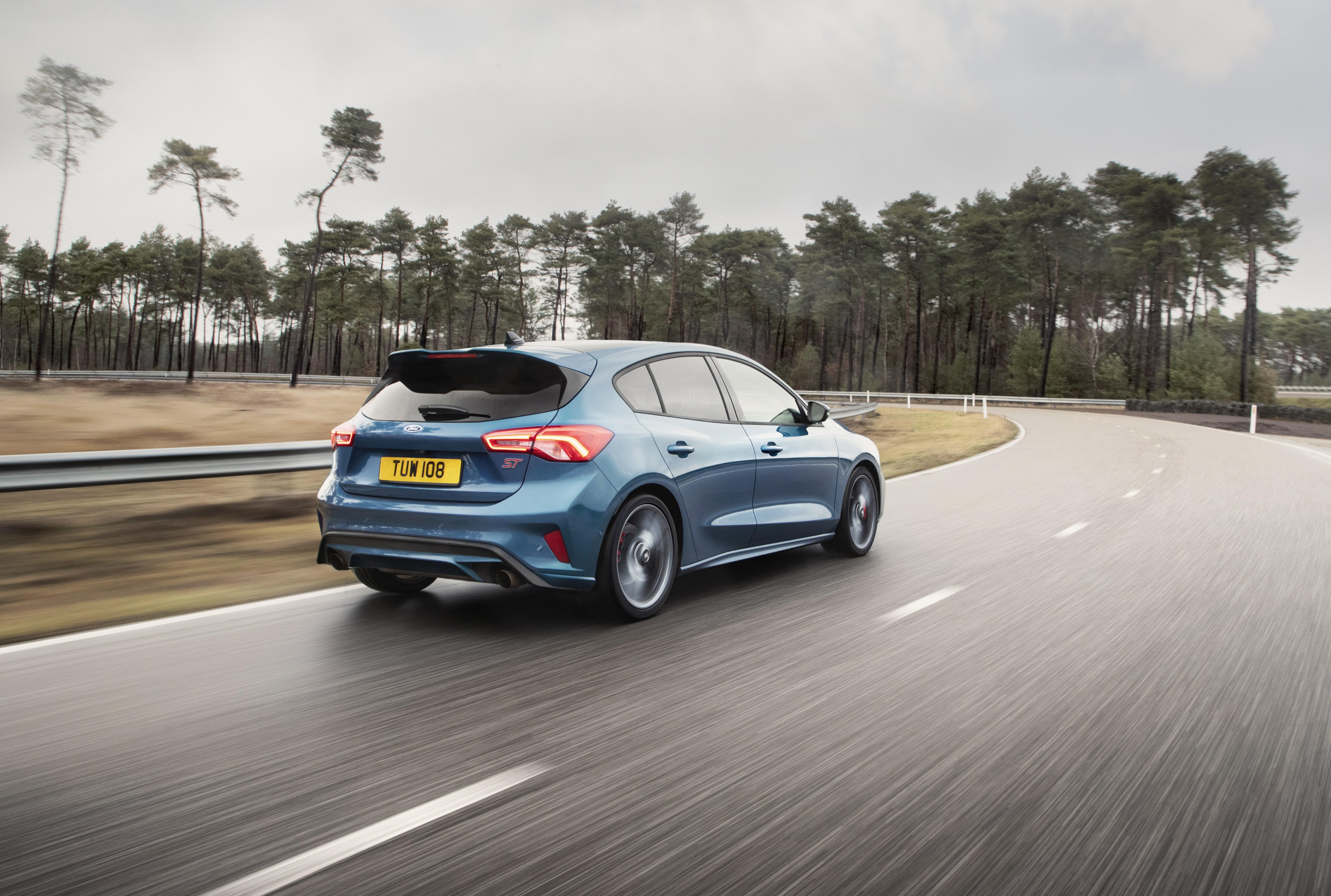 Οδηγική πανδαισία στα βουνά της Πορτογαλίας με το νέο Ford Focus ST
