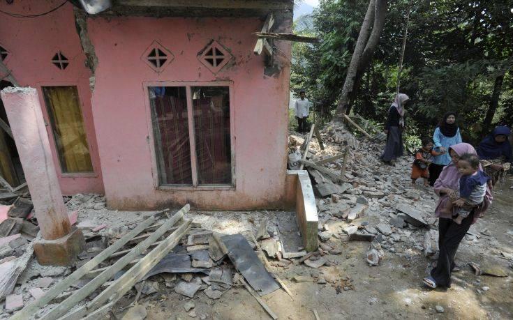 Τουλάχιστον πέντε νεκροί από τον σεισμό σε Σουμάτρα και Ιάβα