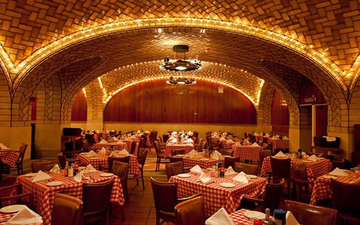 Το εστιατόριο που λειτουργεί σε σταθμό του μετρό στη Νέα Υόρκη από το 1913