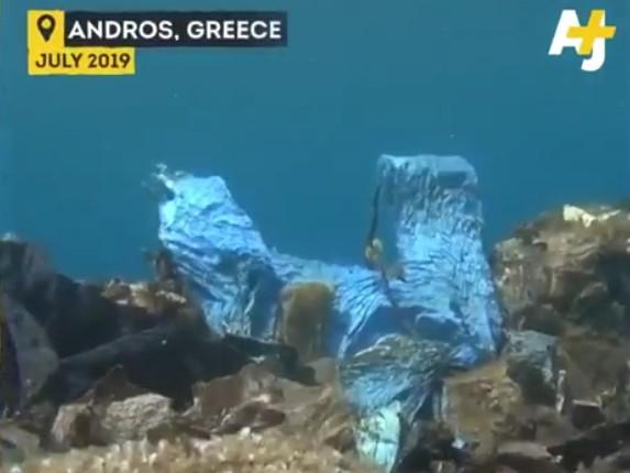 Έξαλλος ο Λεονάρντο Ντι Κάπριο για τα σκουπίδια στον βυθό της Άνδρου (βίντεο)