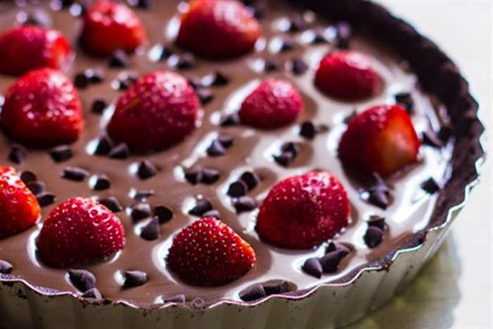 Συνταγή για σοκολατίνα με φράουλες και μπισκότα