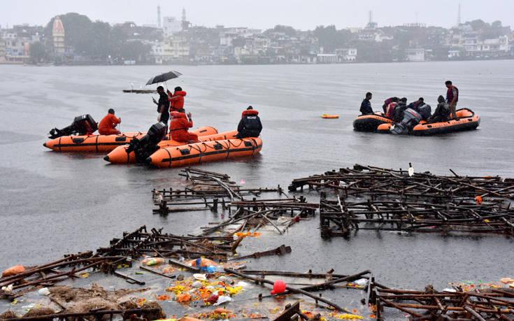 Πλοιάριο αναποδογύρισε σε ποταμό της Ινδίας, τουλάχιστον δώδεκα νεκροί