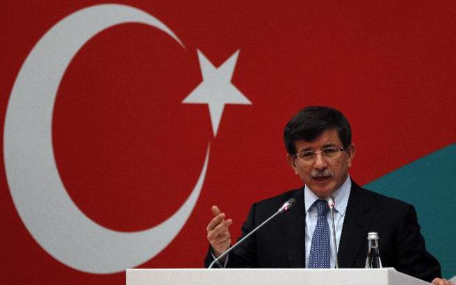 Ο Ερντογάν «τρώει» τον Νταβούτογλου από το AKP