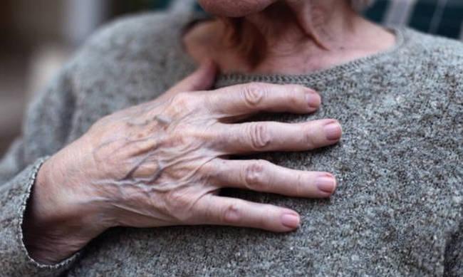 Θεσσαλονίκη: Έκοψαν το ρεύμα σε 94χρονη ενώ δεν είχε οφειλές (βίντεο)