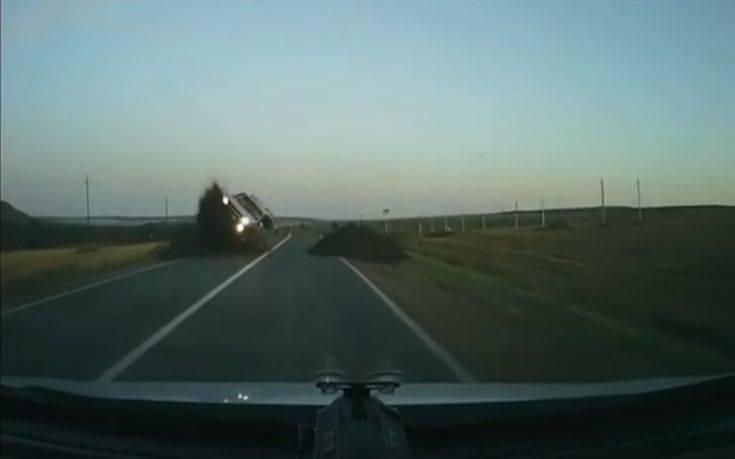 Αμάξι «πέταξε» και προσγειώθηκε πάνω σε άλλο όχημα