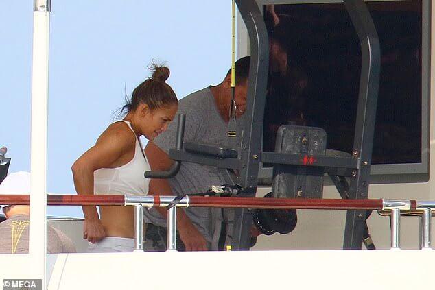 «Λιώνει» στη γυμναστική η Jennifer Lopez – Σeξι όσο ποτέ στο «Hustlers» (video+photos)