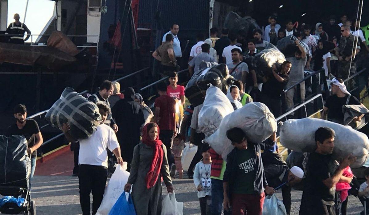 Έφτασε στη Θεσσαλονίκη και το δεύτερο πλοίο με πρόσφυγες και μετανάστες από τη Λέσβο