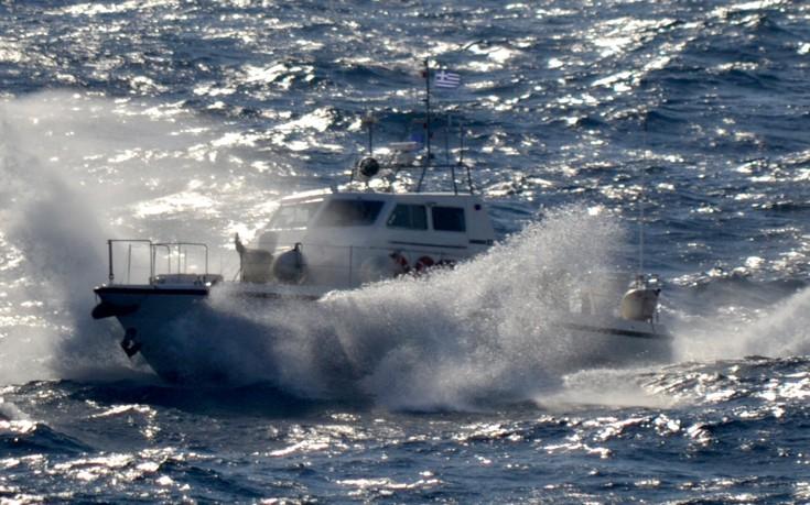 Καταδίωξη σε θαλάσσια περιοχή της Σάμου, για τη σύλληψη 18χρονου διακινητή
