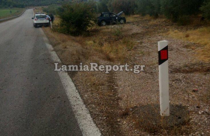 Γλίτωσε τα χειρότερα οδηγός που έχασε τον έλεγχο του αυτοκινήτου στη Φθιώτιδα