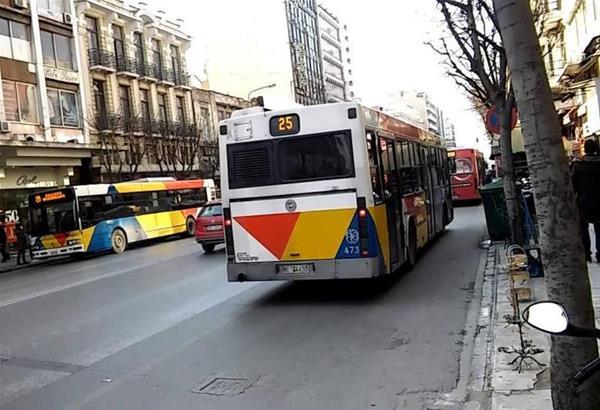 Θεσσαλονίκη: Σύγκρουση λεωφορείου με Ι.Χ. – Ένας τραυματίας