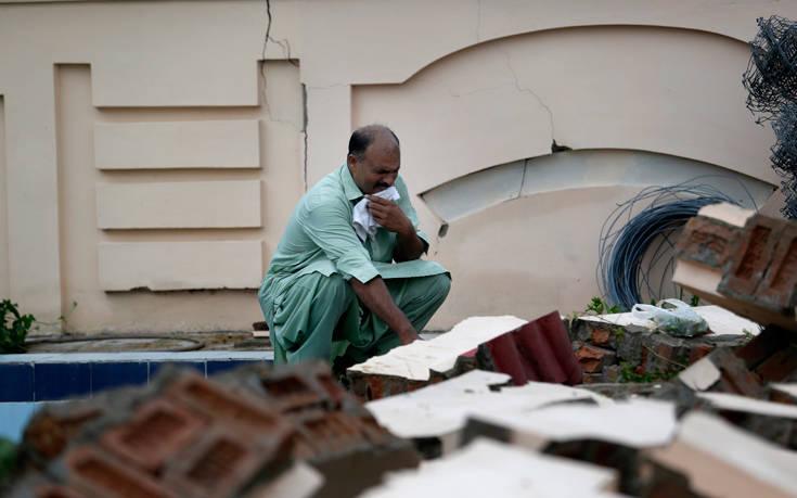 Μεγαλώνει ο απολογισμός των θυμάτων από τον σεισμό στο Πακιστάν