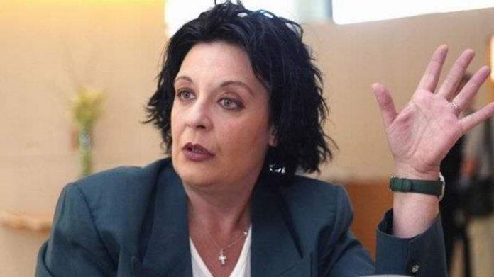 Λιάνα Κανέλλη: Προτιμώ να βγάλω βόλτα τον σκύλο από το να δω την ταινία για τον Βαρουφάκη