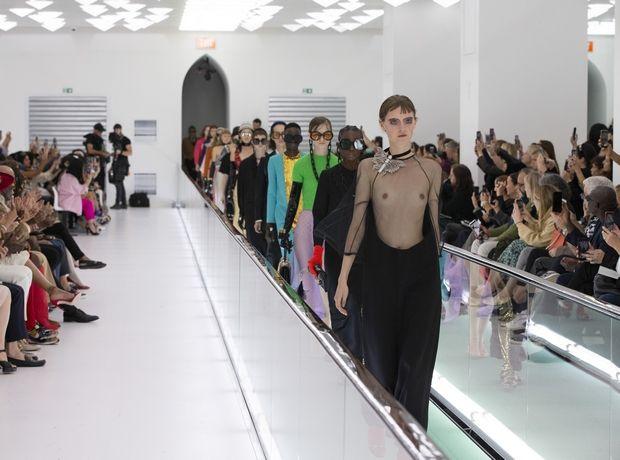 """Πες """"αντίο"""" στον οίκο Gucci και τα »ομορφάσχημα» ρούχα του. Ο Alessandro Michele έχει αρχίσει και βαριέται"""