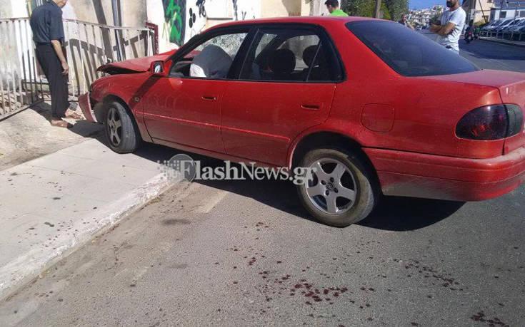 Χανιά: Έστριψε για να αποφύγει άλλο αυτοκίνητο και έπεσε σε είσοδο σπιτιού