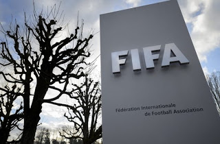 Η ΦΙΦΑ βάζει περιορισμούς σε ατζέντηδες και δανεισμούς παικτών