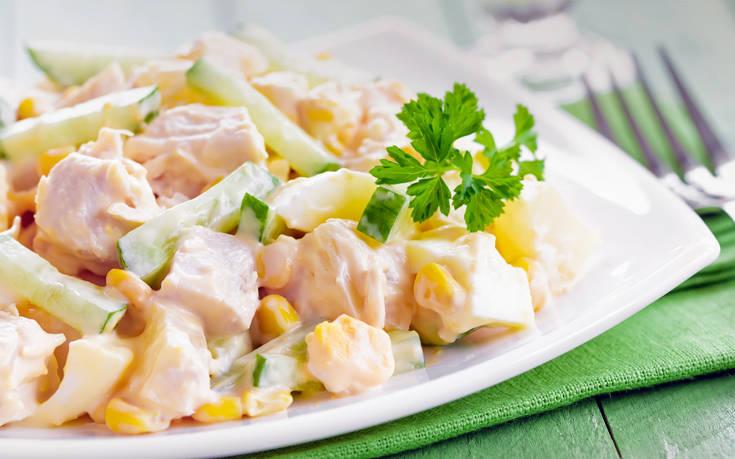Σαλάτα με κοτόπουλο και ανανά