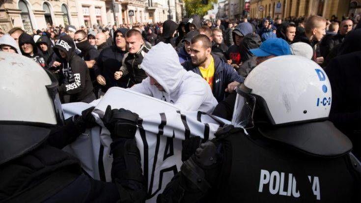 Πολωνία: Συμπλοκές αστυνομίας και ακροδεξιών που προσπάθησαν να εμποδίσουν το Gay Pride
