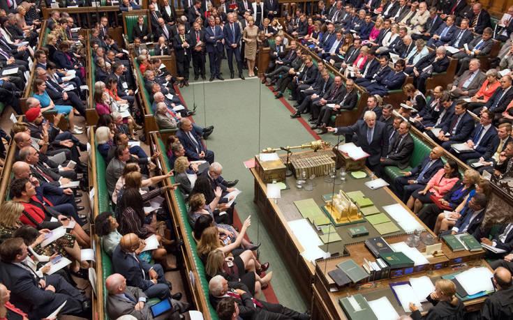 Βρετανία: Κυβερνητικό «ναι» για έγκριση έως αύριο του νόμου που αποτρέπει Brexit χωρίς συμφωνία