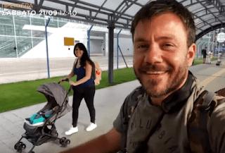 Πρεμιέρα για το Happy Traveller: Ο Ευτύχης και η Ηλέκτρα ταξιδεύουν με την κόρη τους (trailer)