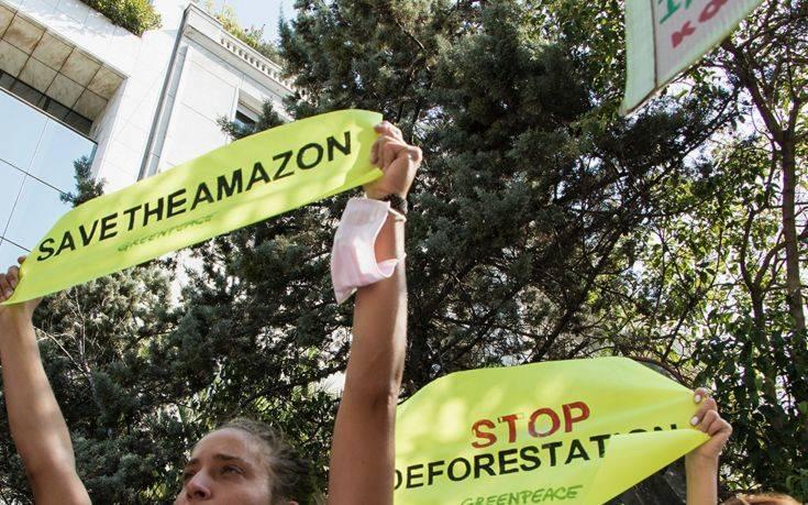 Διαμαρτυρία της Greenpeace στην πρεσβεία της Βραζιλίας για τον Αμαζόνιο
