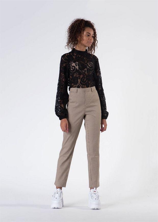 7 φθινοπωρινά παντελόνια γιατί μπορεί να και βαρέθηκες τα τζιν