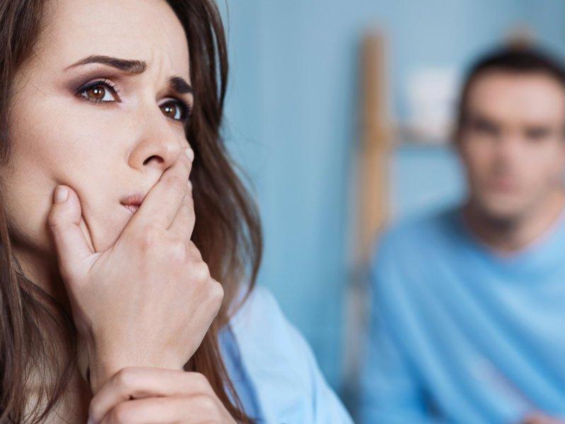 Τι σημαίνει αν ο σύντροφος σού «απαγορεύει» πράγματα από τη ζωή σου;