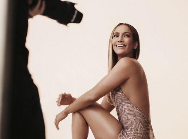Η Jennifer Lopez με chainmail φόρεμα της Σήλιας Κριθαριώτη. Jenny from the block εσύ;