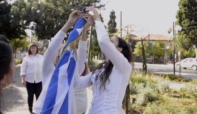 """Νέα Φιλαδέλφεια: Στη δημοσιότητα βίντεο με την προετοιμασία της """"παρέλασης"""" των κοριτσιών αλά Monty Python"""