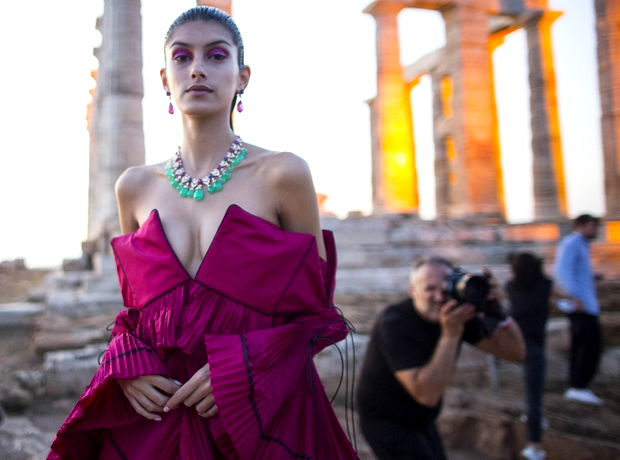 H Αρχαία Ελλάδα μέσα από τα μάτια της Mary Katrantzou σε ένα μυστηριακό show με θέα το Αιγαίο