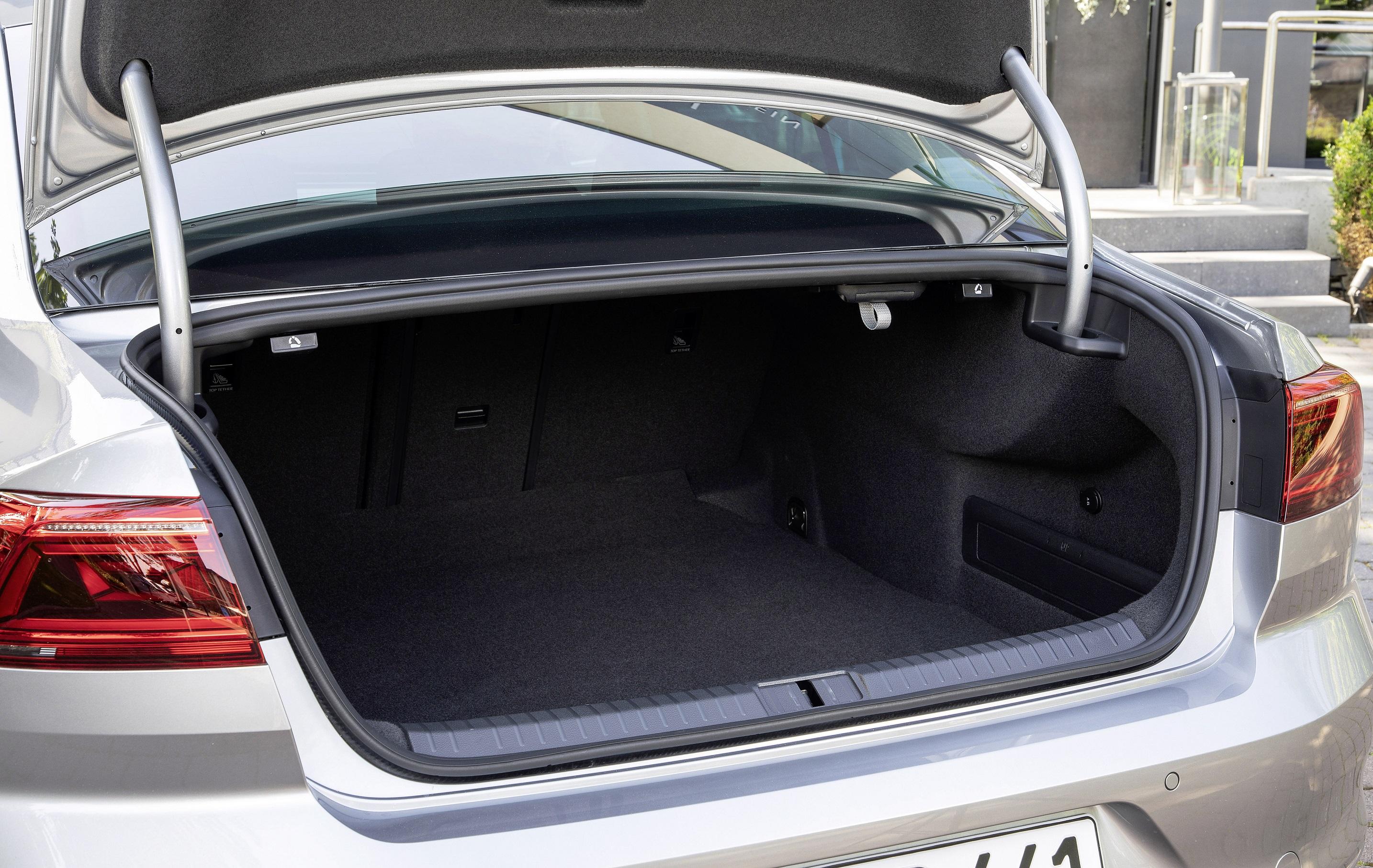 Νέο Volkswagen Passat: Η καλή συνταγή δεν χαλάει απλά έχει υψηλότερο IQ
