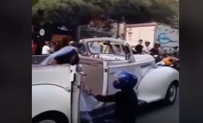 Μηχανόβιος σταμάτησε το γαμήλιο αμάξι της πρώην του για να μην παντρευτεί άλλον