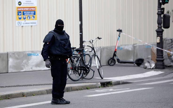 Πέντε συλλήψεις για την επίθεση στο αρχηγείο της αστυνομίας στο Παρίσι