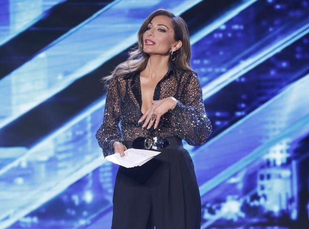 H Δέσποινα Βανδή στο X-Factor με ένα μονόχρωμο σύνολο και γόβες έκπληξη. Υποφέρουμε (υποφέρουμε πολύ) από θαυμασμό