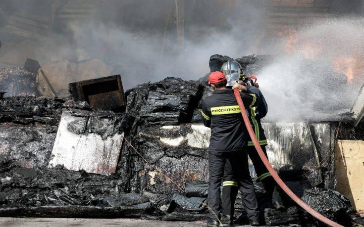 Φωτιά τώρα σε κατάστημα με είδη κήπου στο Κορωπί
