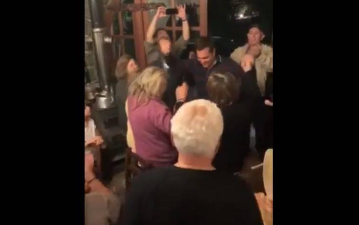 Ο χορός του Αλέξη Τσίπρα σε ταβέρνα στην Αρκαδία