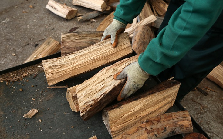Άφησε την τελευταία του πνοή κόβοντας ξύλα