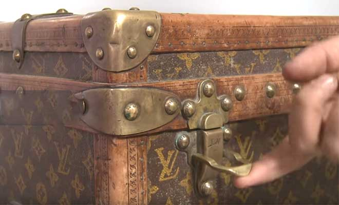 Δεν είχαν ιδέα πόσο αξία έχει: Είχαν ένα μπαούλο Louis Vuitton από το 1880 για να βάζουν σιτάρι