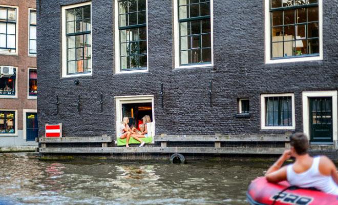 Γιατί στην Ολλανδία δεν τους αρέσει να χρησιμοποιούν κουρτίνες;