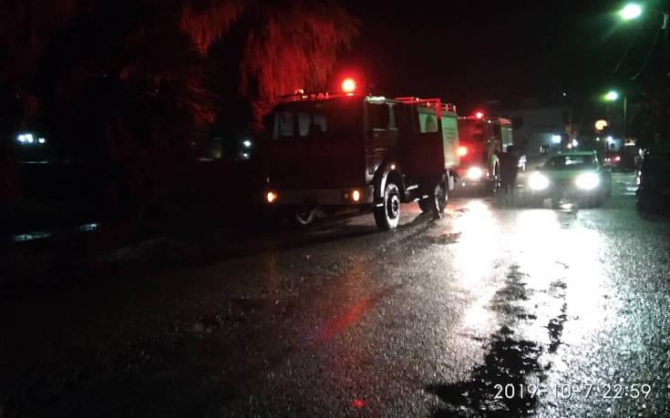 Στο έλεος της κακοκαιρίας τη νύχτα η Άνδρος: Χείμαρροι οι δρόμοι, εγκλωβίστηκαν οδηγοί