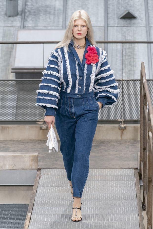 H απρόσκλητη εισβολέας στο show του οίκου Chanel και μια συλλογή »μετράω προβατάκια»