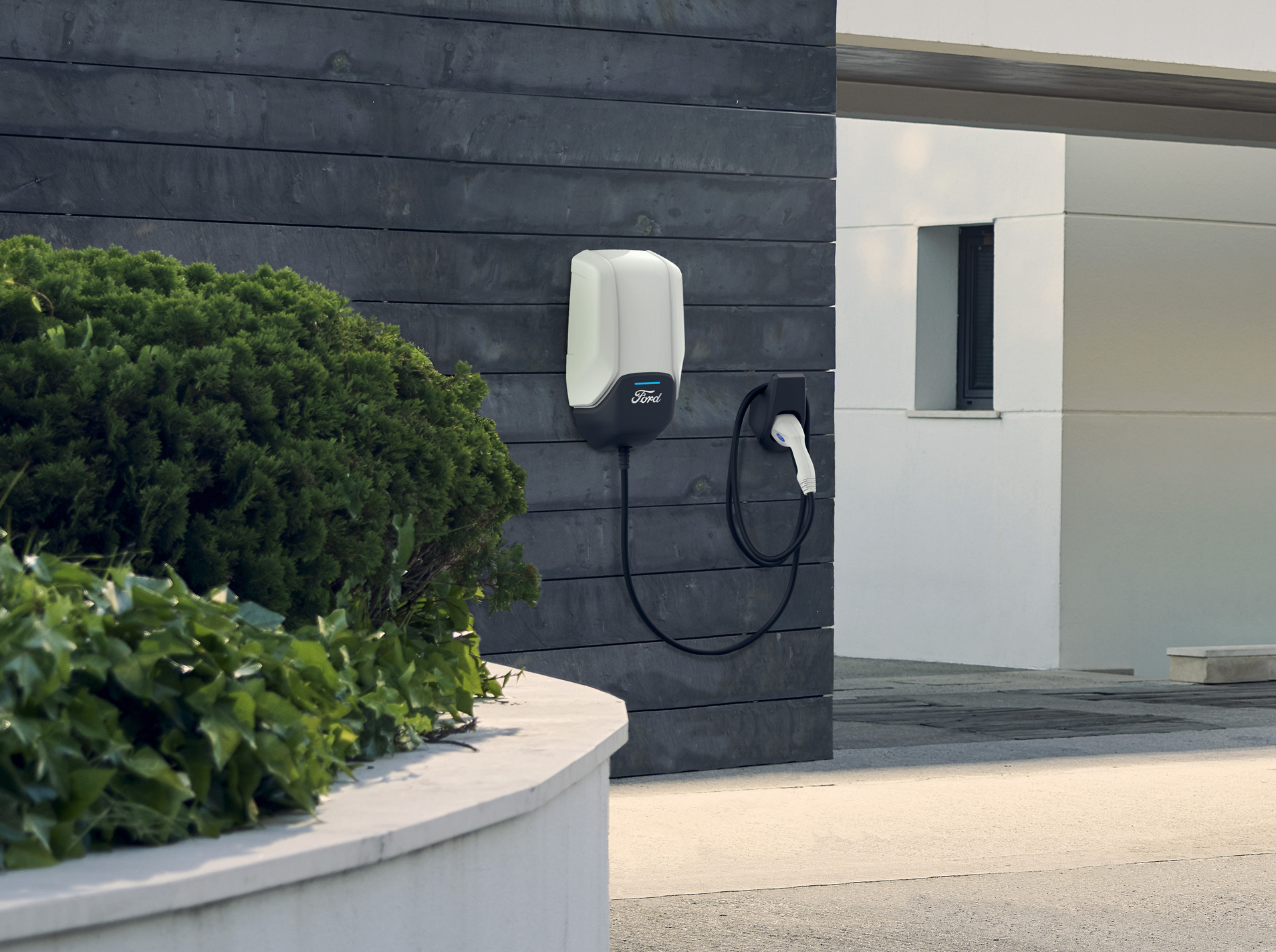 Η Ford δίνει λύση με τον επιτοίχιο φορτιστή Ford Connected Wallbox
