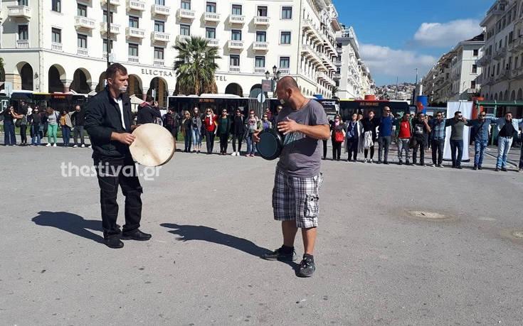 Τη δική τους φωνή διαμαρτυρίας ένωσαν από τη Θεσσαλονίκη μέλη και φίλοι του ΚΕΘΕΑ