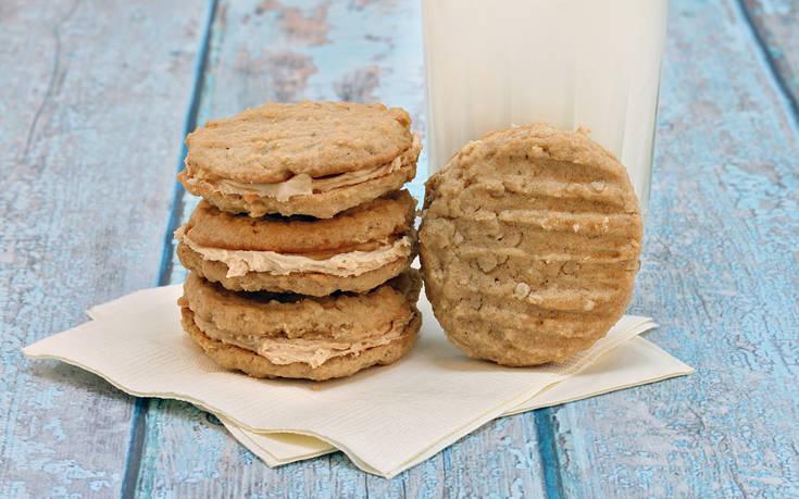 Μπισκότα βρώμης γεμιστά με ταχίνι